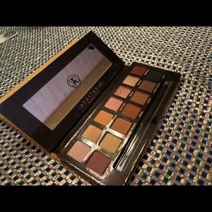 Anastasia Of Beverly Hills Brand New Soft Glam